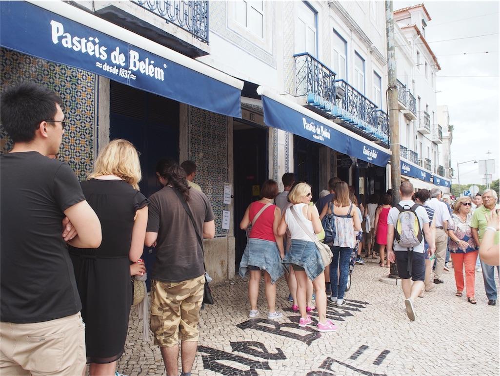 パスティス デ ベレンの前にはお客さんがたくさん!