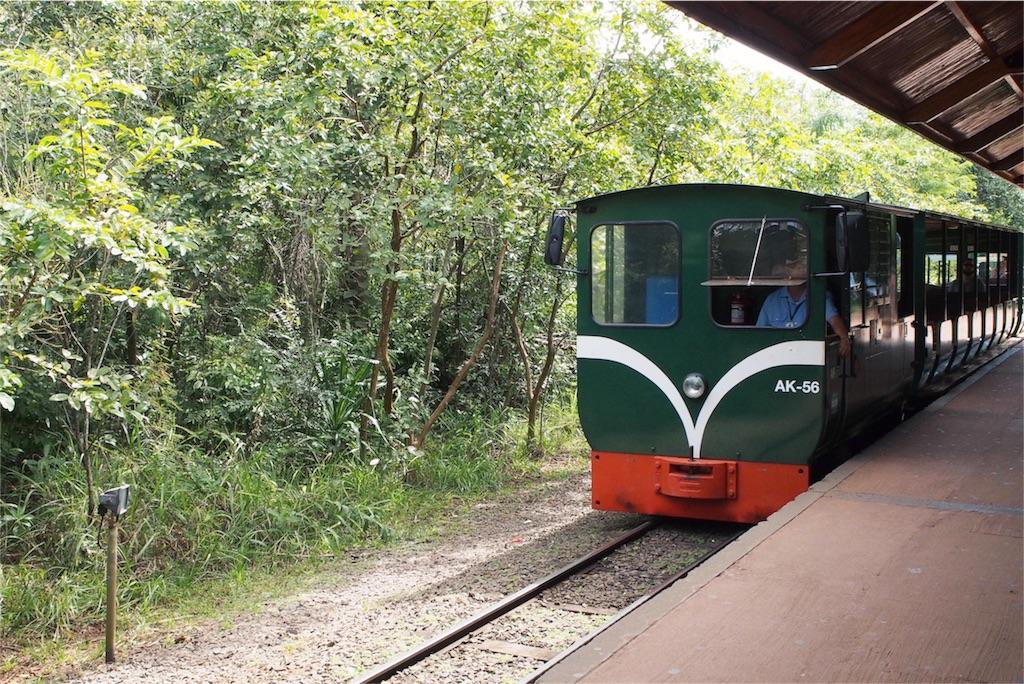 次の場所へはミニ電車で向かうことに