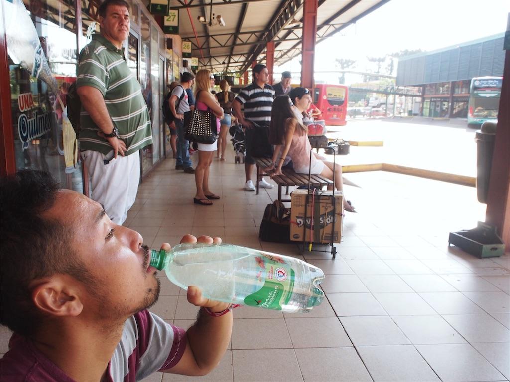 パラグアイへ向かうバス待ち待ち中