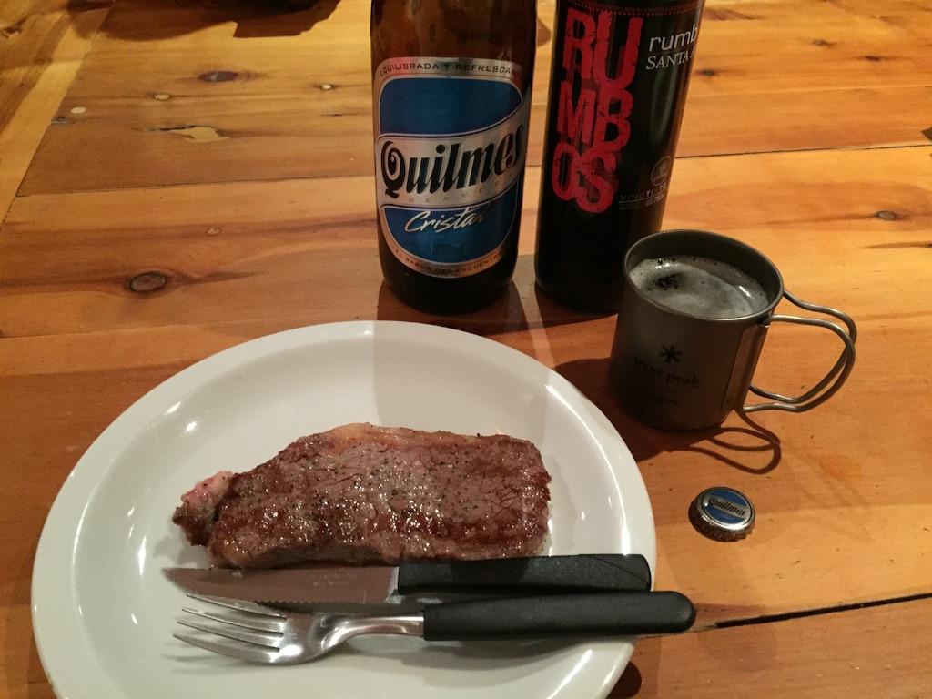 この日はステーキとワインでいただきます♡