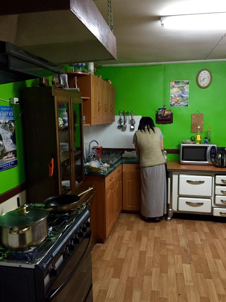 プエルトナタレスの宿の共同キッチン