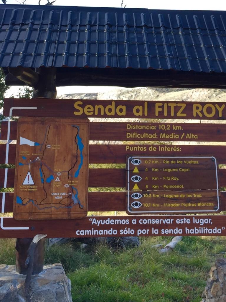 フィッツロイ登山口の案内板ズーム