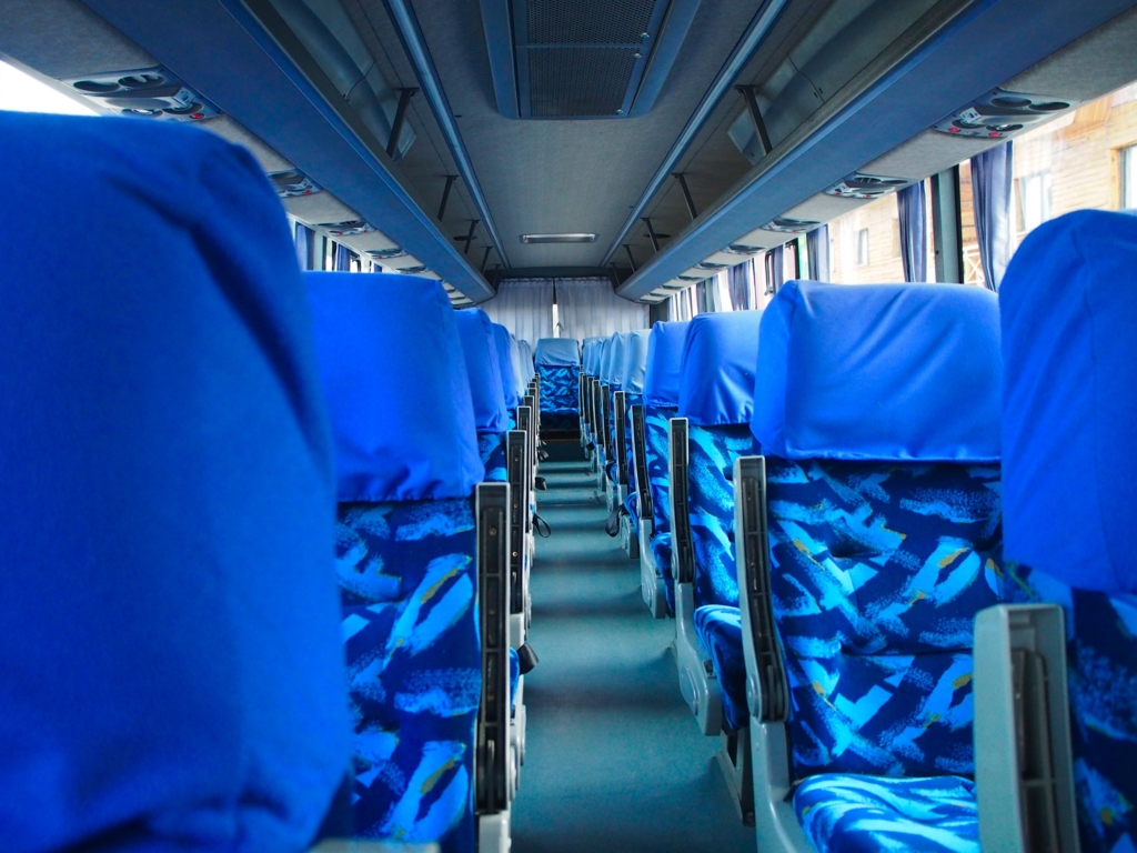 ミニバスから大型バスへ乗り換え