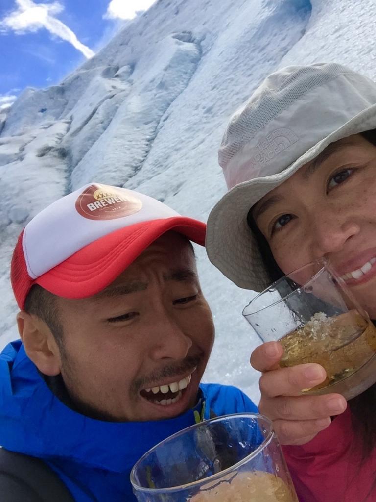 氷河トレッキングの後のウイスキーはお代わりできます