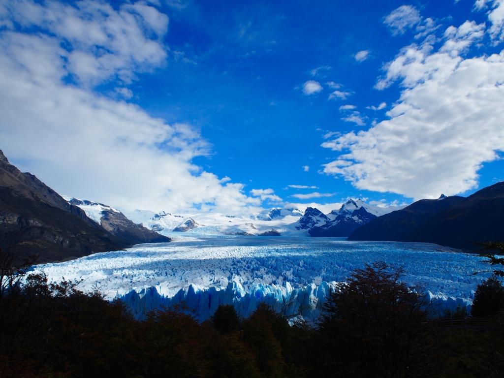 ペリトモレノ氷河圧巻の大きさ