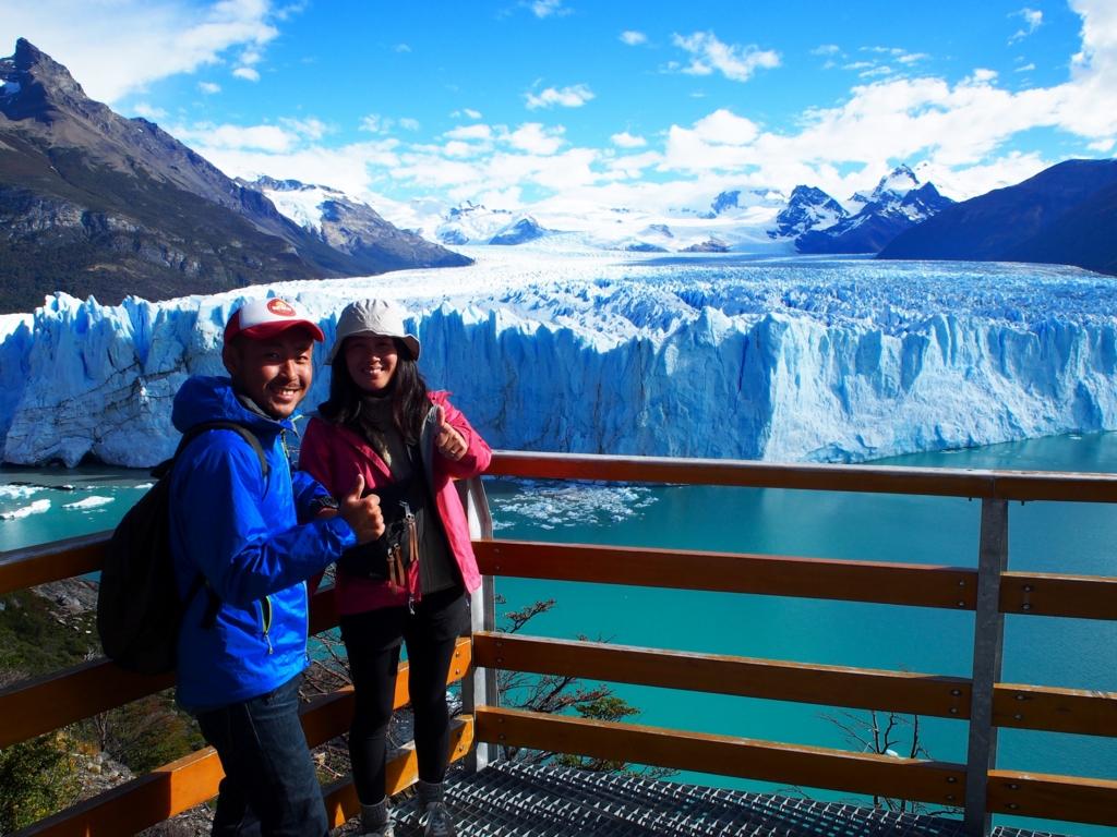 ペリトモレノ氷河を目の前にして記念撮影
