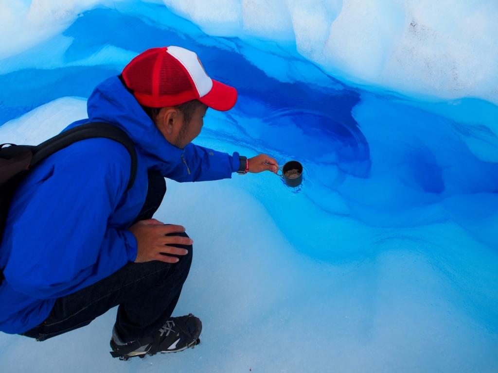 氷河のクレパスの湧き水