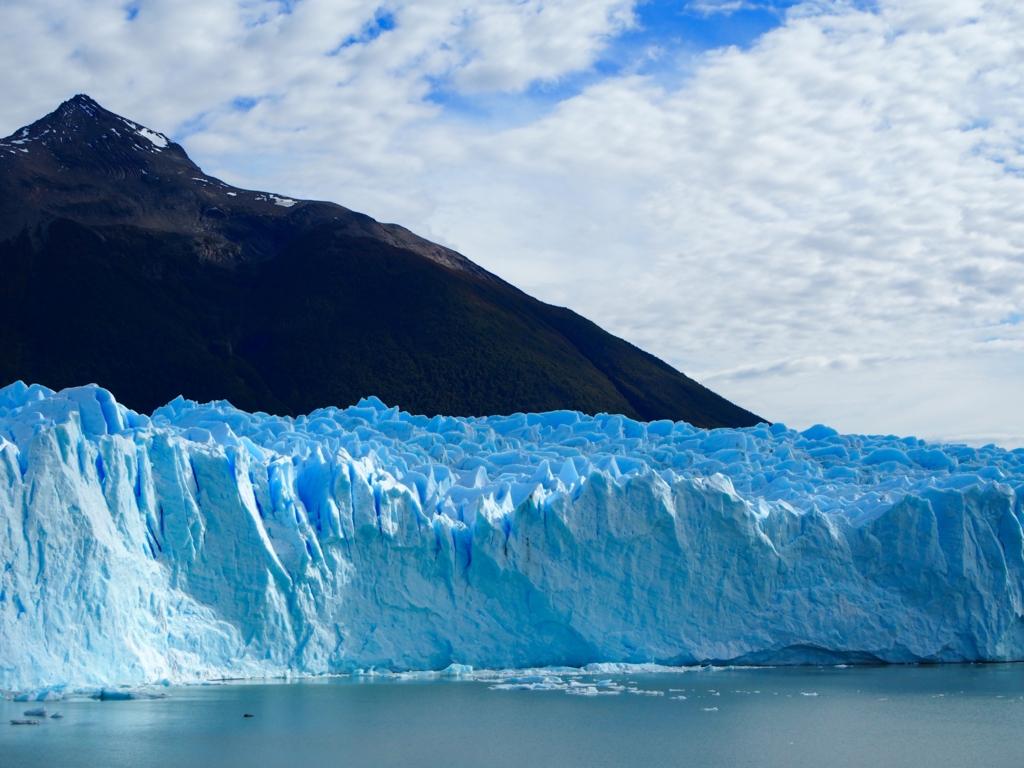 ペリトモレノ氷河は60mの高さ