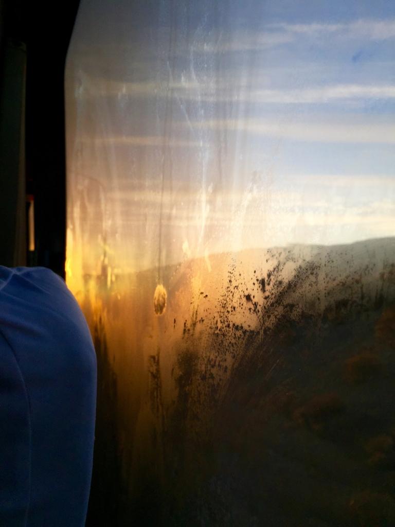 パタゴニア 車内から見る朝焼け