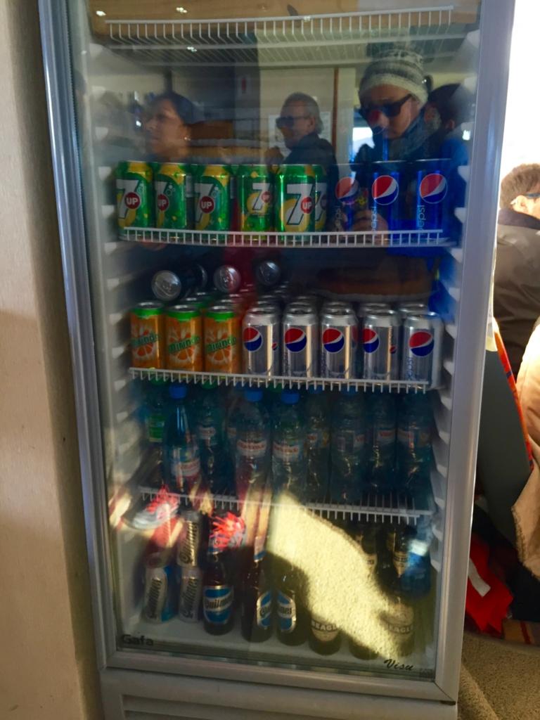 そして冷蔵庫の下にビールを発見