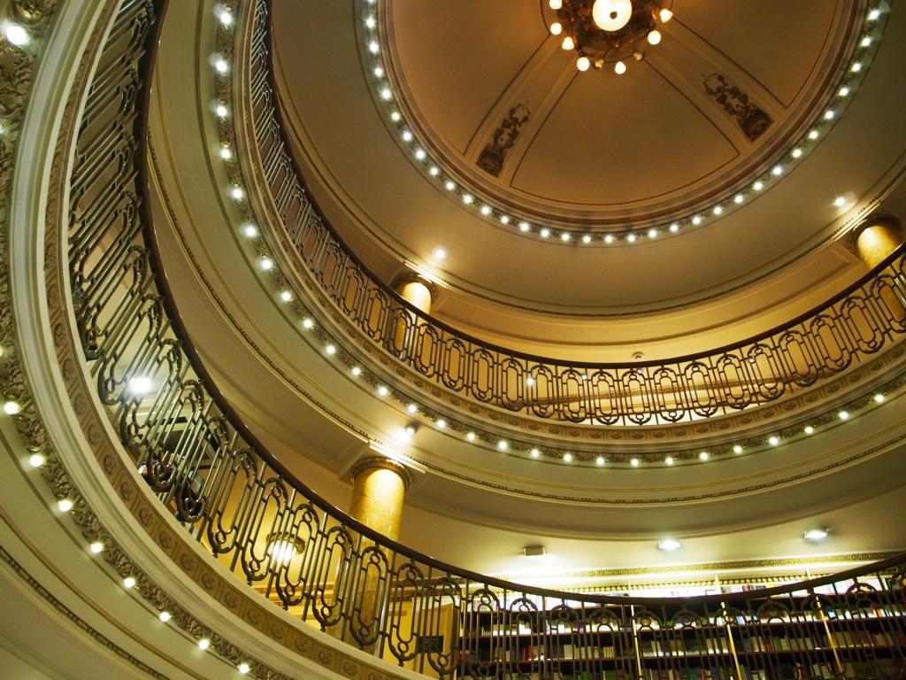 世界で二番目に美しい本屋さんの天井