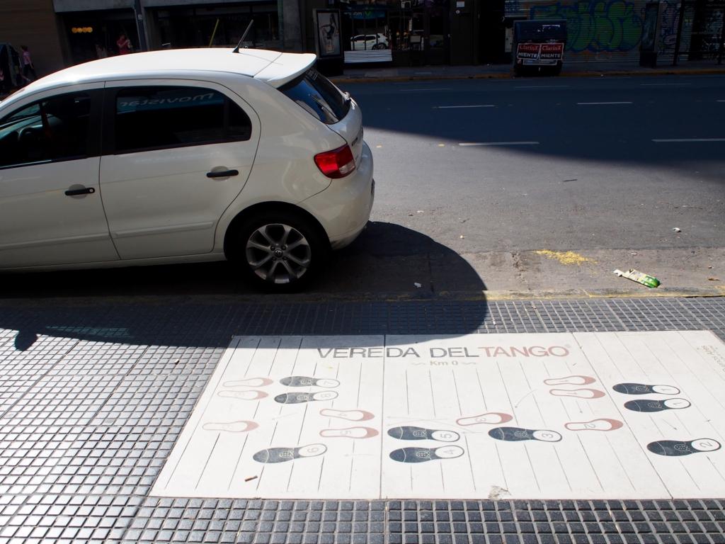 ブエノスアイレスには路上にタンゴの足跡