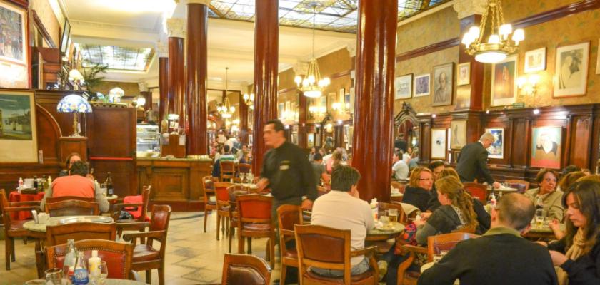 ブエノスアイレス最古のカフェ カフェトルトーニ