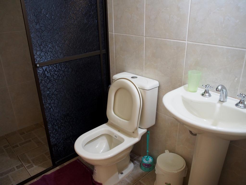 新館のトイレとシャワーの様子