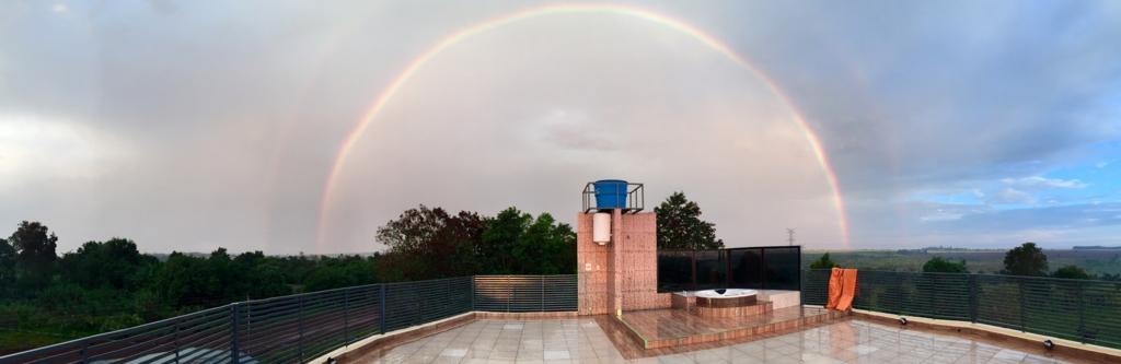 民宿小林から見える雨上がりの虹