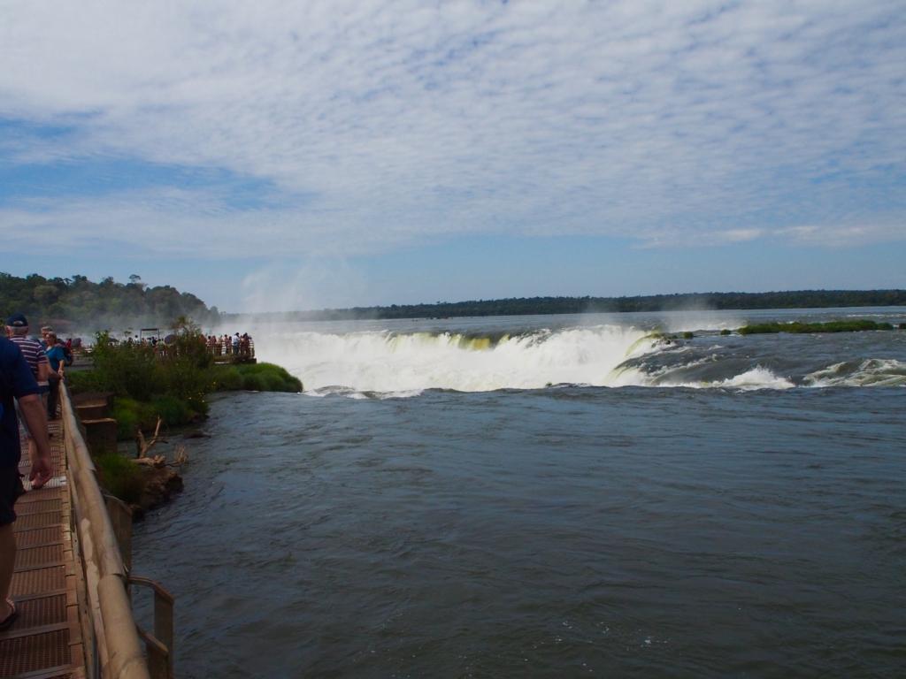 イグアスの滝 ハイライトの悪魔の喉笛への道