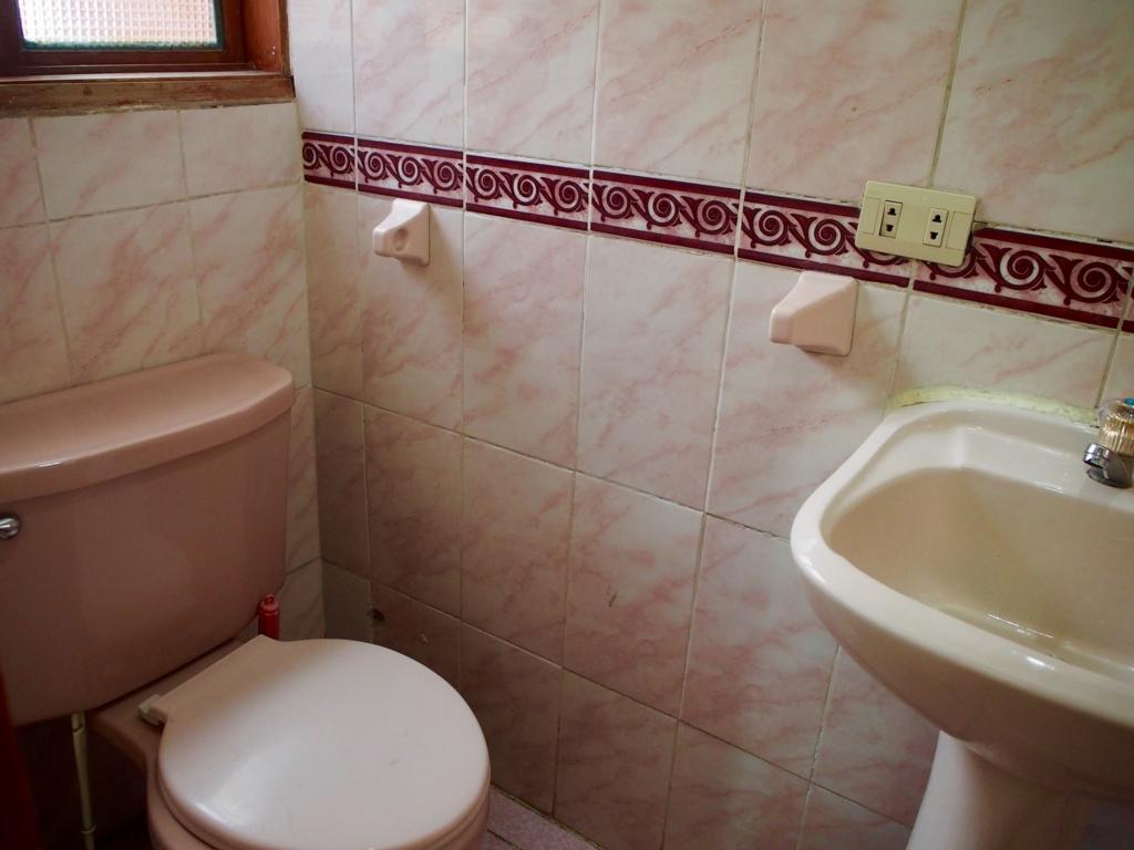 ペルー クスコの宿のトイレ