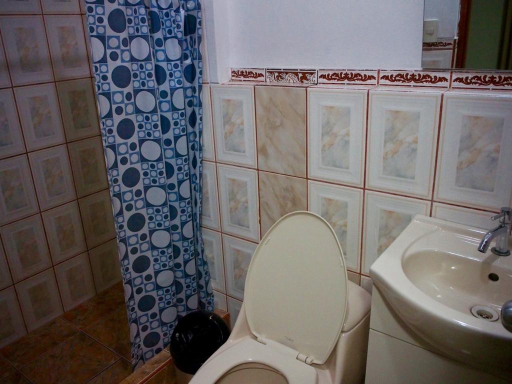 客室にはそれぞれトイレ シャワー付き