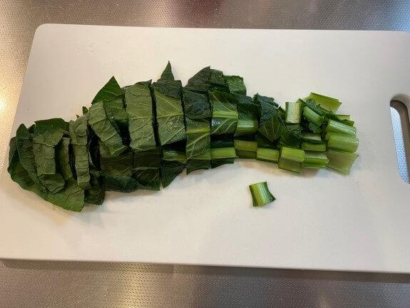 ビビンバ作り 小松菜を切ります