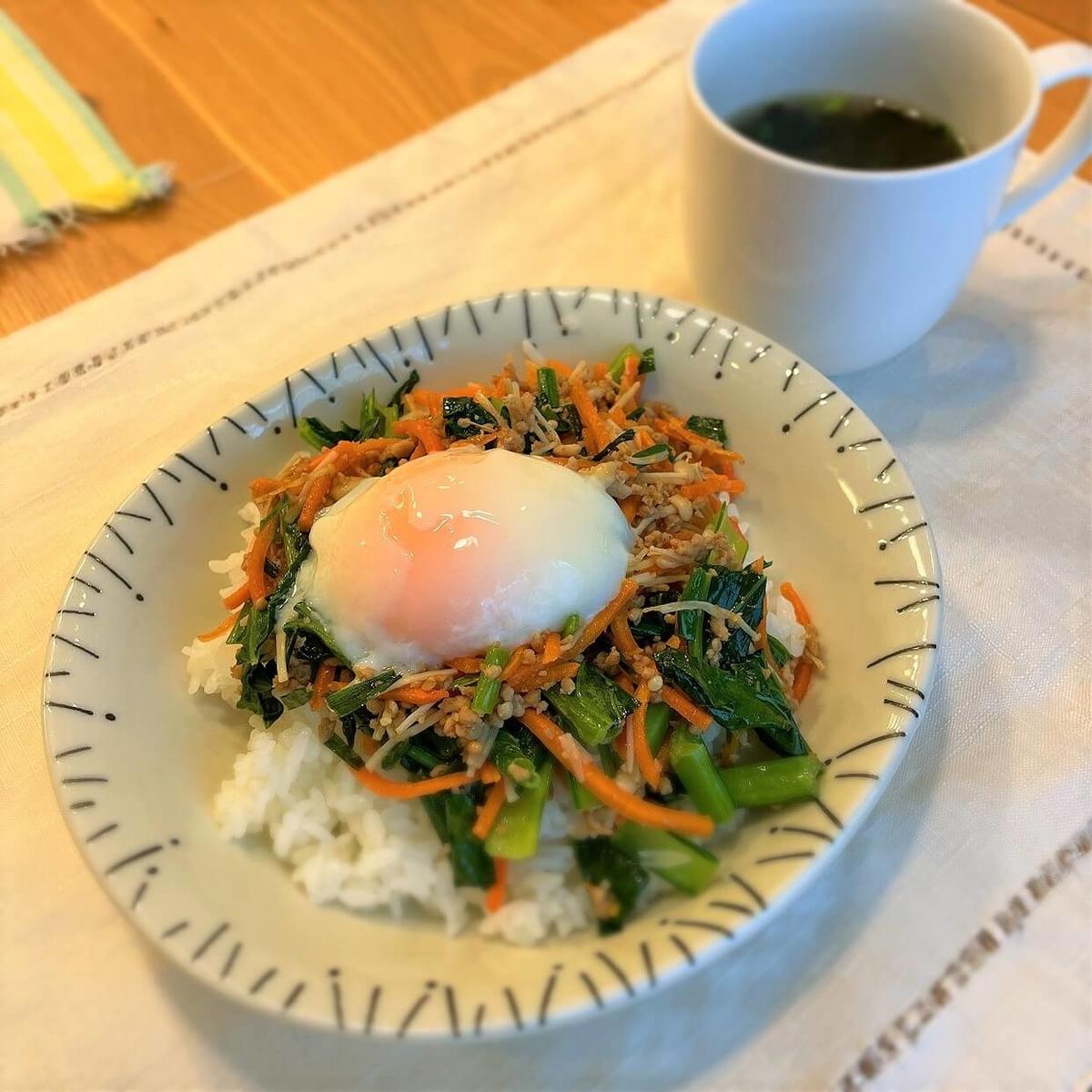 そぼろと野菜のビビンバと韓国風スープの出来上がり(大人)