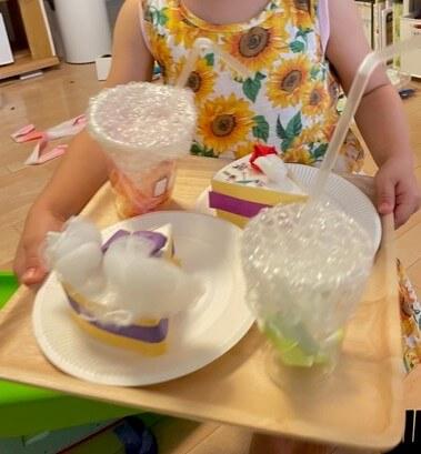 3歳後半 ケーキとジュースを工作