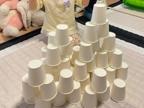 3歳後半 娘が積み上げた紙コップ