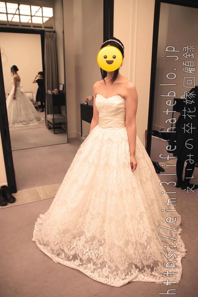 1階のインポートブランドのドレス