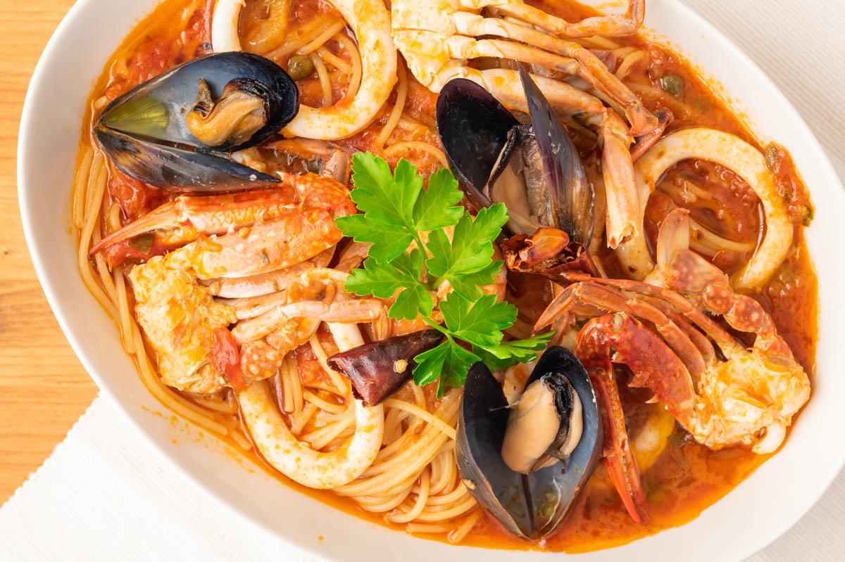 ペスカトーレ 魚介類 トマトソースパスタ
