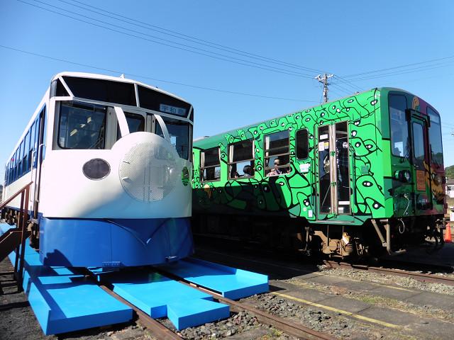 車両展示の様子(鉄道ホビートレイン、海洋堂ホビートレイン)