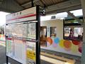 西小泉駅ホーム・駅名標