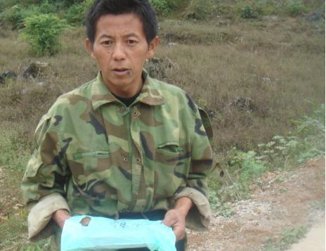 中国・ベトナム国境 地雷原に白...