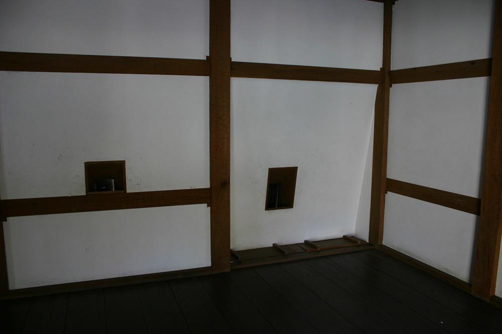 松江城の狭間と石落とし