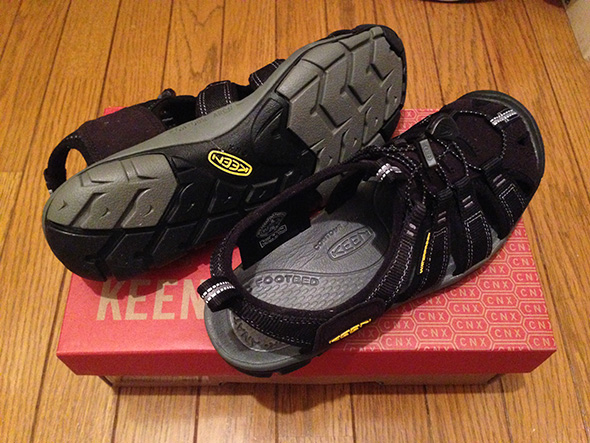 KEEN CLEARWATER CNX 後ろから