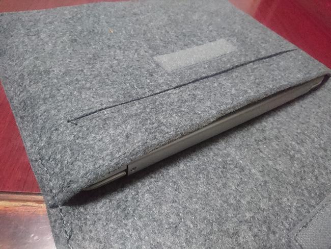 Inateck スリーブケース Chromebook Flip C101PAが入った状態