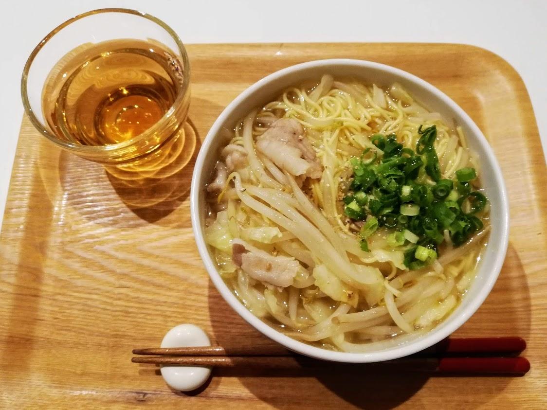 お茶ととうふ麺の醤油ラーメン風