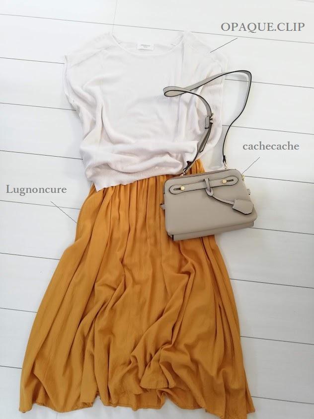 白系半袖ニットと黄色ロングスカート