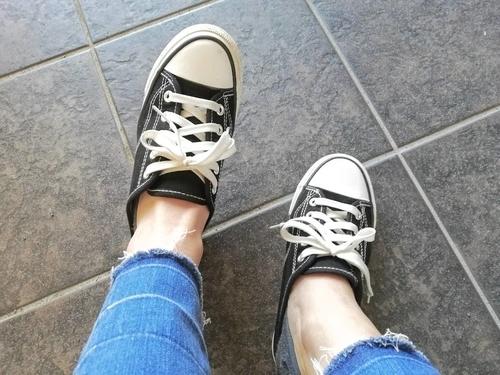 靴下とスニーカーを履いた状態