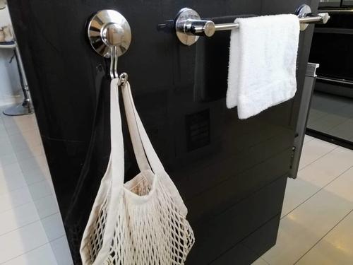 キッチン横のメッシュバッグ