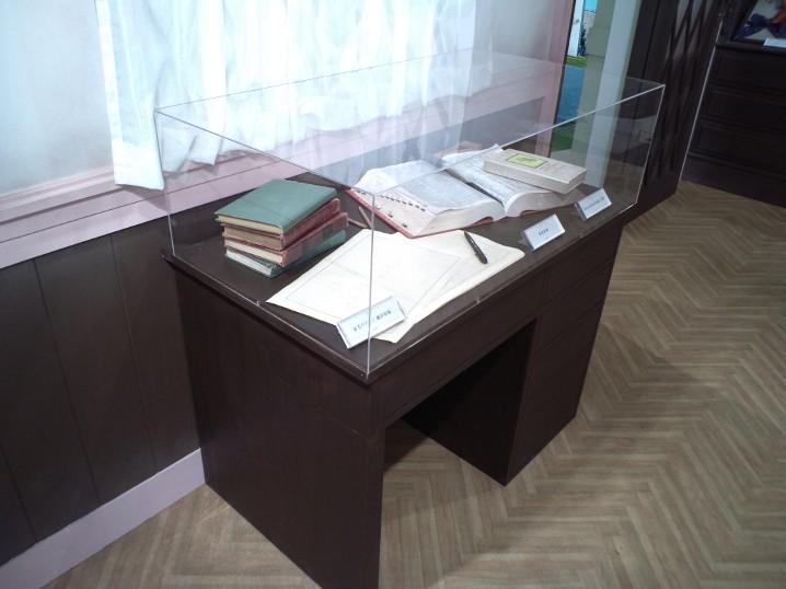 「花子とアン」特別展 「赤毛のアン」の原書、翻訳原稿、英英辞典