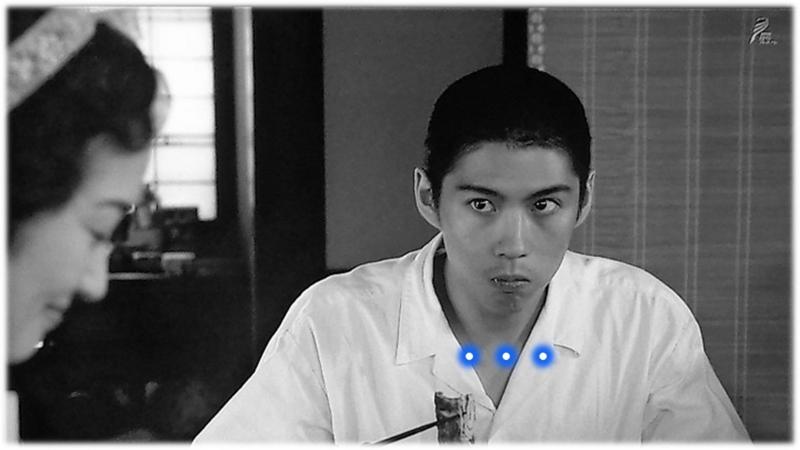 煮物を食べ、醍醐さんの顔を見る吉太郎
