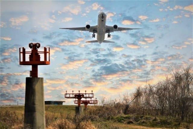 風速10メートルはどれくらい?飛行機が欠航となる目安の強さとは?