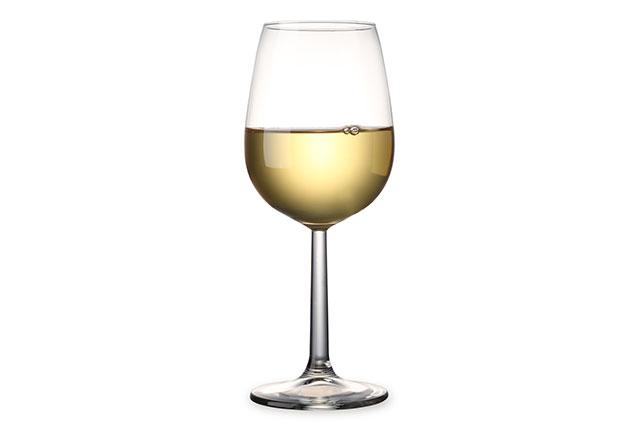 白人の研究でアルコールがメラノーマのリスクを高くするとの報告、白ワインは1日1杯でリスクが13%高く
