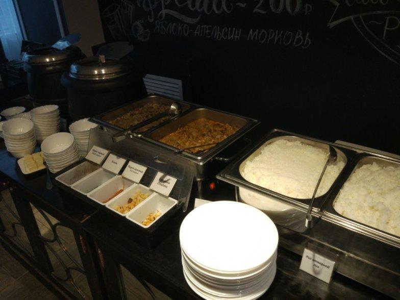 ウラジオストク、ホテル ジェムチャズィナ 朝食会場(ビュッフェ)