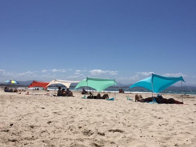 海辺とタープ