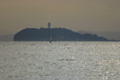 [SIGMA 100-300mm F4 EX]海の向こうの江の島...海の上に立つ人が!?
