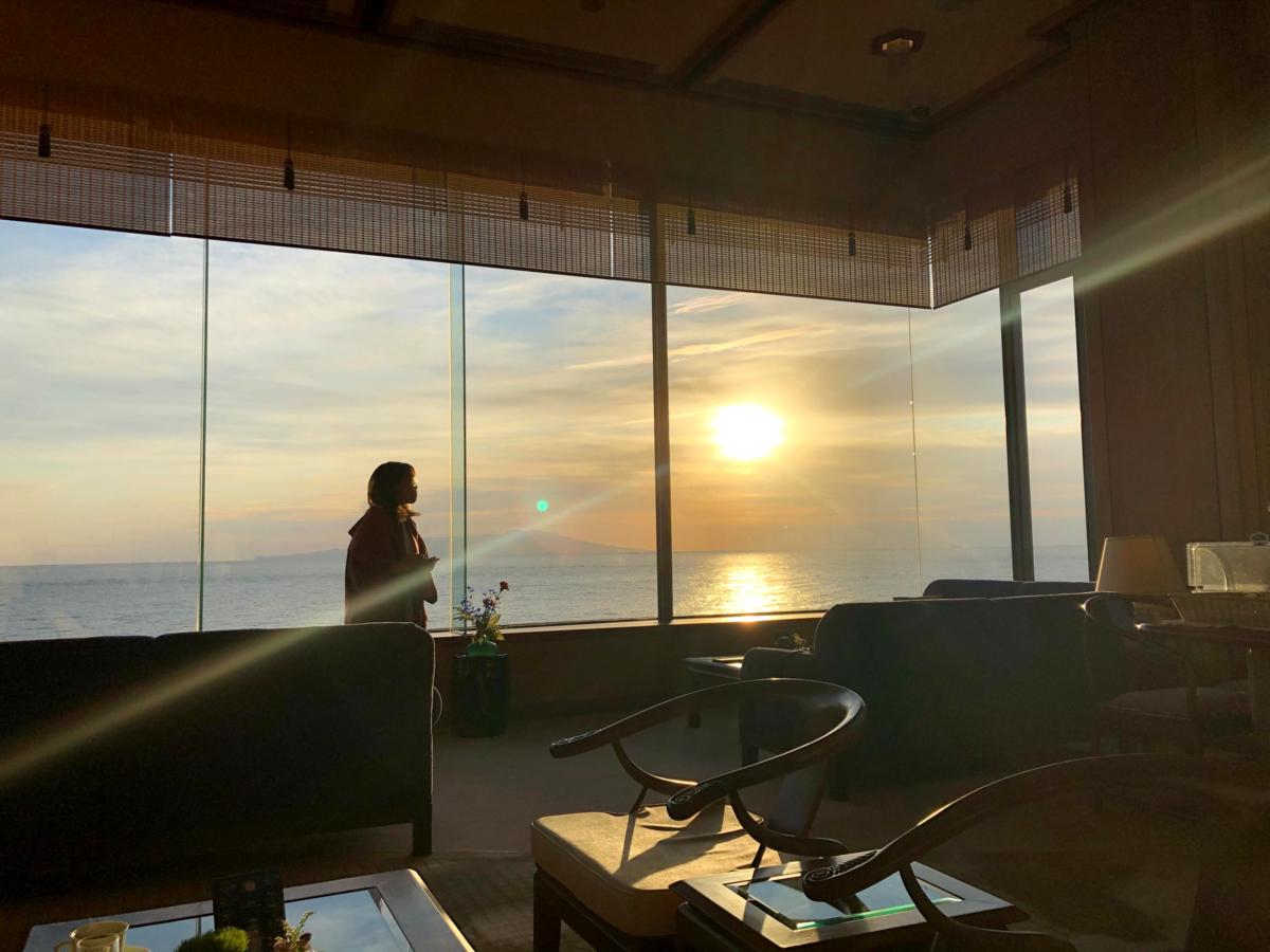 ラウンジから見る朝日