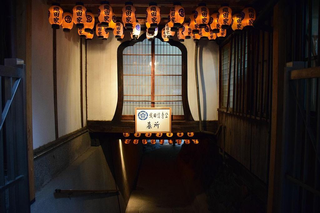 以前の織田信秀の墓入口