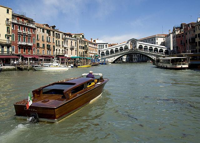 Rialto_Bridge_Grand_Canal