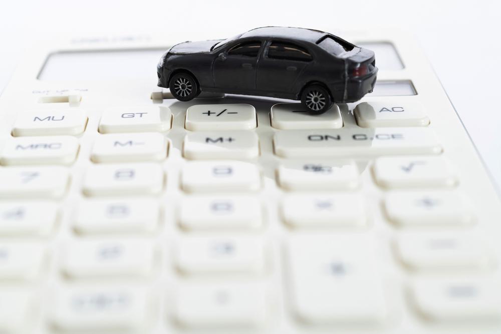 自動車のおもちゃと電卓
