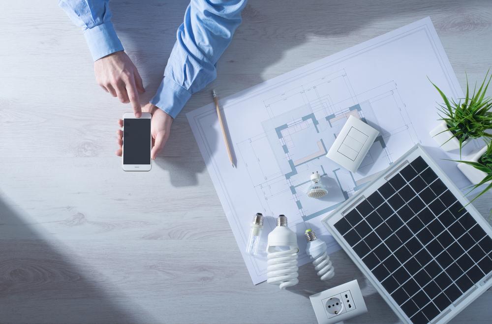 太陽光発電の導入を検討する人